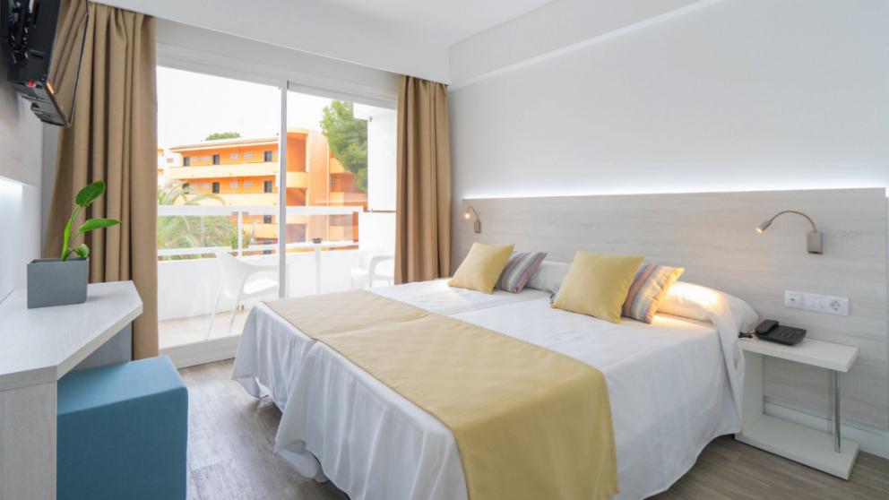 Hoteles BlueBay (RRSS).