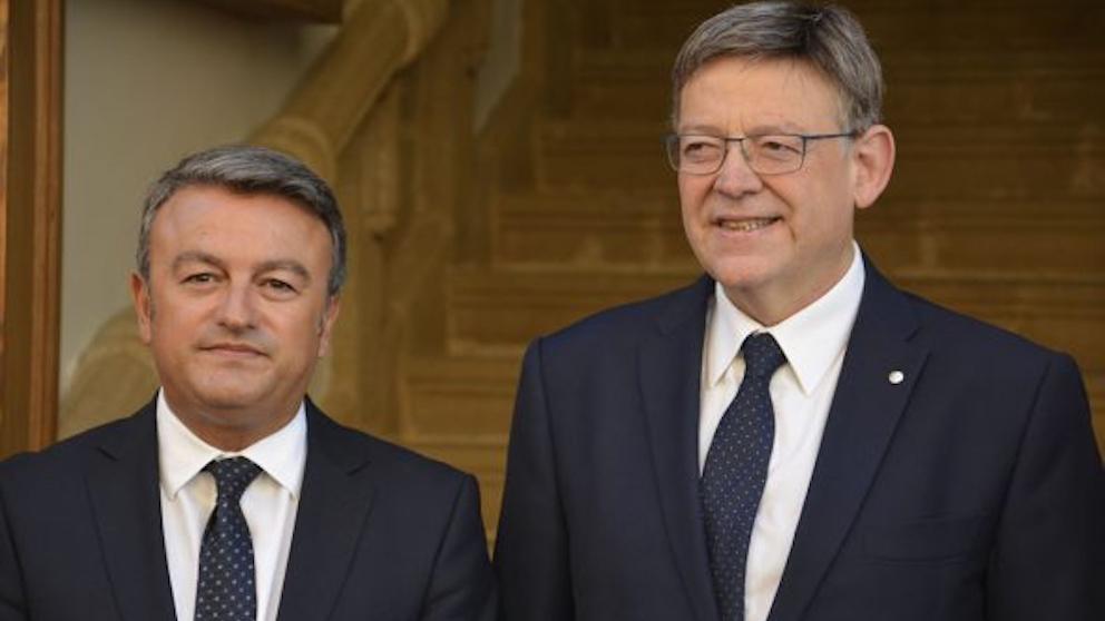 El secretario general del PSPV en Alicante y alcalde de Jávea, José Chulvi, y el presidente valenciano, Ximo Puig.