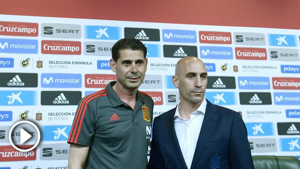 Fernando Hierro y Rubiales durante su presentación. (AFP)