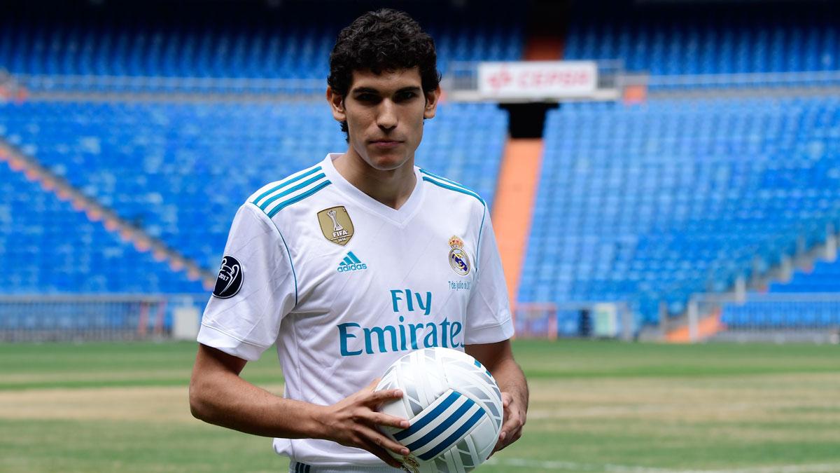 Jesús-Vallejo,-durante-su-presentación-como-nuevo-jugador-del-Real-Madrid-el-verano-pasado-(AFP)
