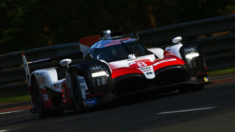 El coche número 8 de Toyota, el que pilota Fernando Alonso, ha logrado el mejor tiempo en la primera sesión clasificatoria de las 24 horas de Le Mans. (Getty)