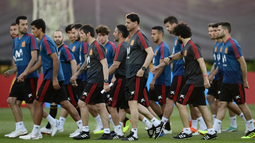 Hierro dirige su primer entrenamiento como seleccionador español. (AFP)