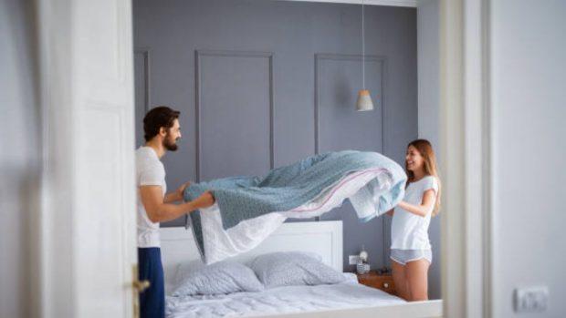 C mo hacer la cama de forma perfecta paso a paso - Como hacer una cama de hotel ...