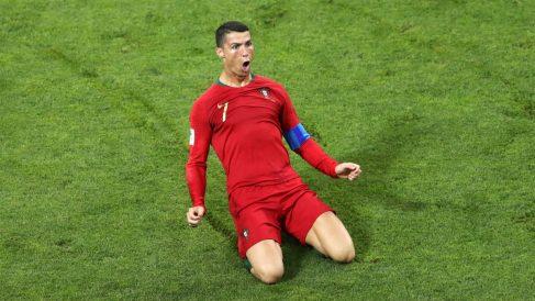 Cristiano Ronaldo celebra uno de los goles marcados ante España (Getty).