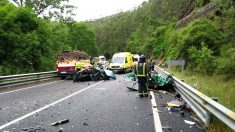 Imagen de cómo quedaron los vehículos implicados en el accidente (Foto: Efe).