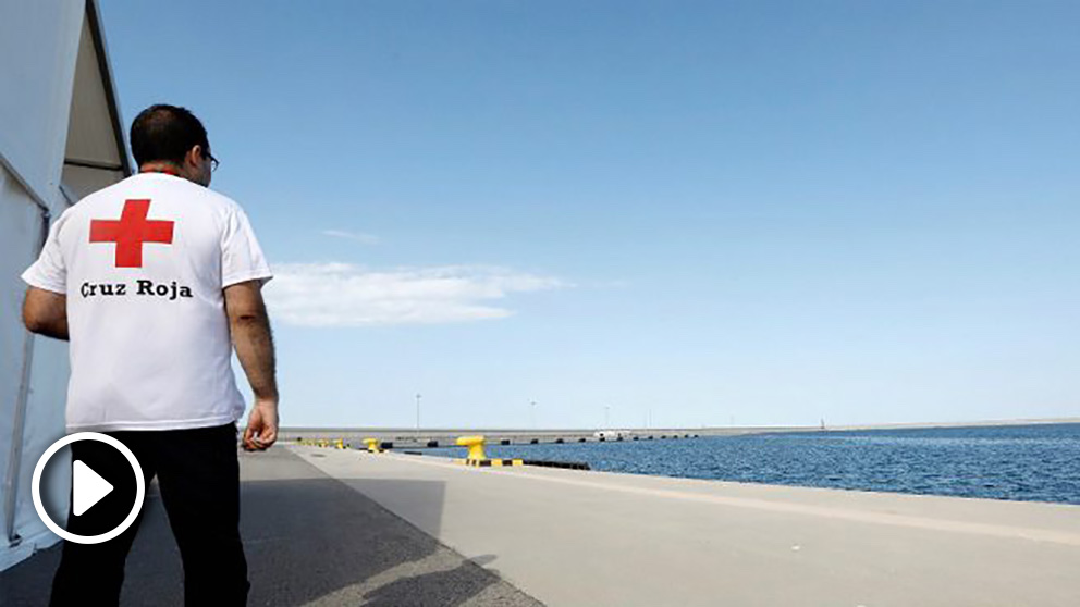 Albergue provisional de la Cruz Roja para acoger a los 629 inmigrantes del 'Aquarius' en el Puerto de Valencia. (EFE)