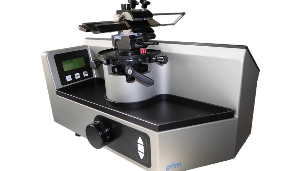 El microtomo, instrumento utilizado en Histología.