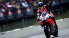 Jorge Lorenzo celebra su victoria en el GP de Catalunya. (EFE)