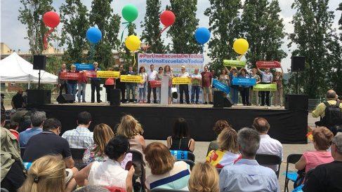 Concentración en Sant Andreu (Barcelona) en apoyo de los hijos de guardias civiles discriminados en el instituto El Palau.