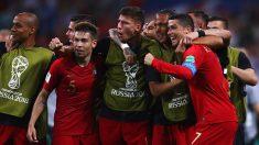 Cristiano Ronaldo celebra con sus compañeros. (Getty)