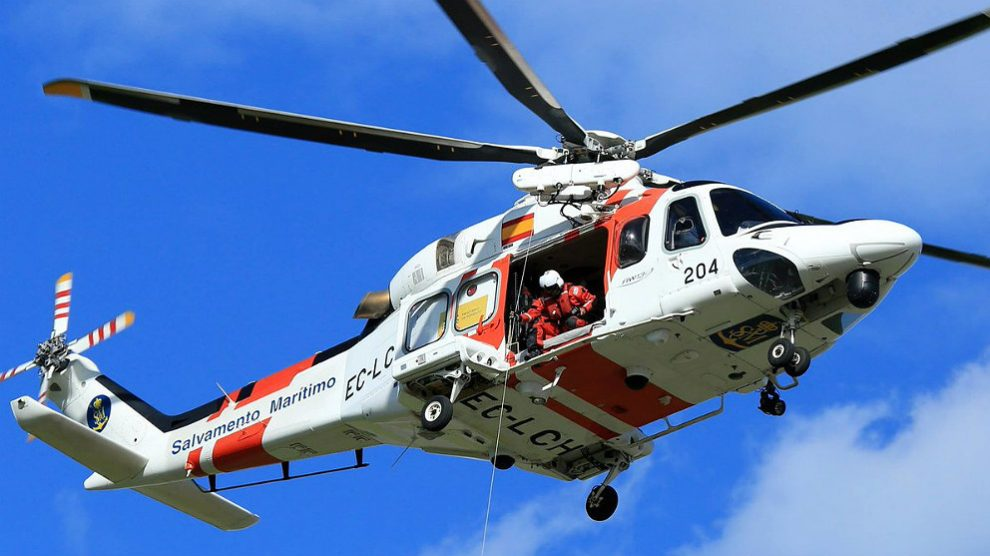 El 'Helimer 204' de Salvamento Marítimo en una misión de rescate en el Mediterráneo.