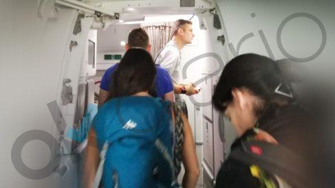 Iñaki Urdangarin embarcando en el aeropuerto de Ginebra este domingo. (Foto: Fernando Ramos)