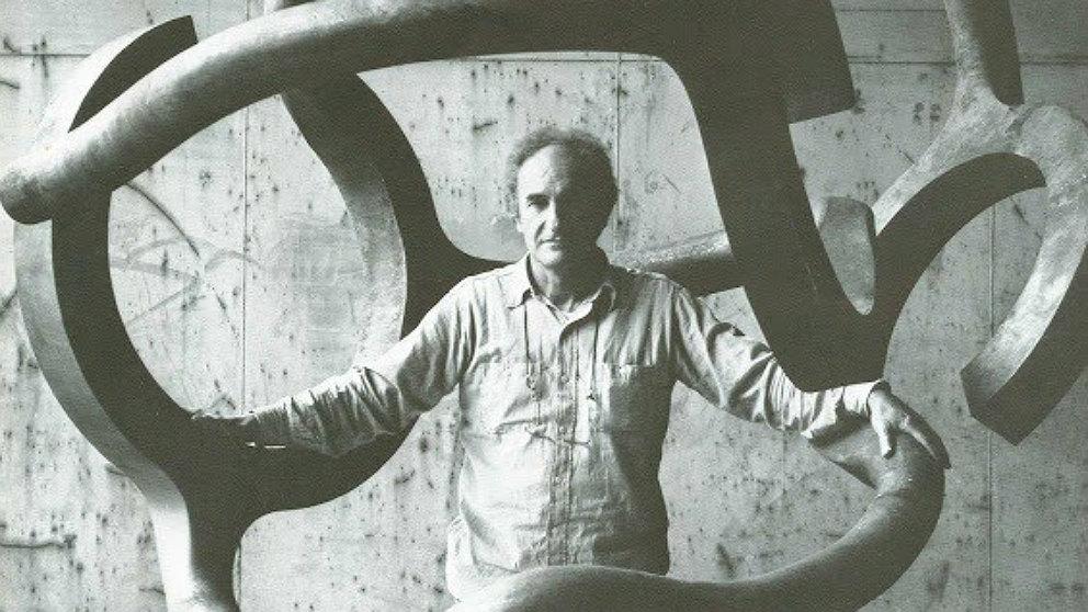 Eduardo Chillida en su estudio. (EP)