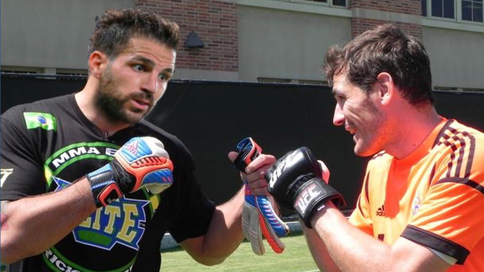 Un montaje entre el posible duelo entre Casillas y Fábregas.
