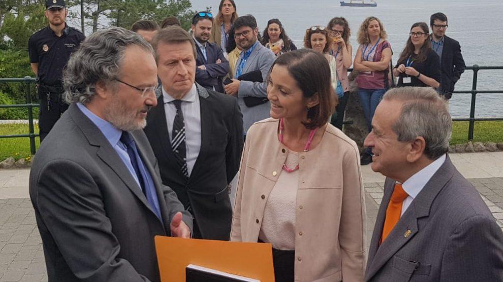 La ministra de Industria, Reyes Maroto, en su llegada a Santander.