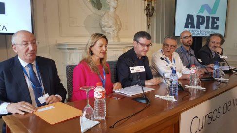 Susana Solís, junto al resto de responsables económicos.