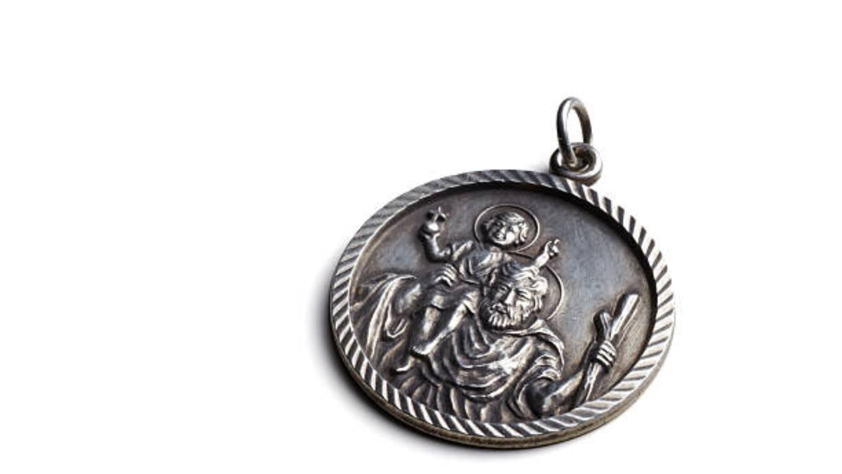 Qué es la medalla de San Cristóbal y qué significa