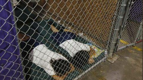 La fotografía de los niños en una jaula es de 2014 (RRSS).