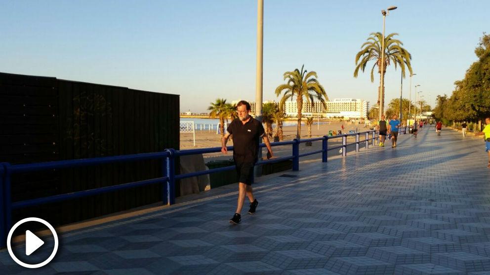 Mariano Rajoy haciendo ejercicio por el paseo marítimo de Santa Pola