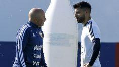Jorge Sampaoli y el Kun Agüero durante un entrenamiento con la selección argentina. (Getty)