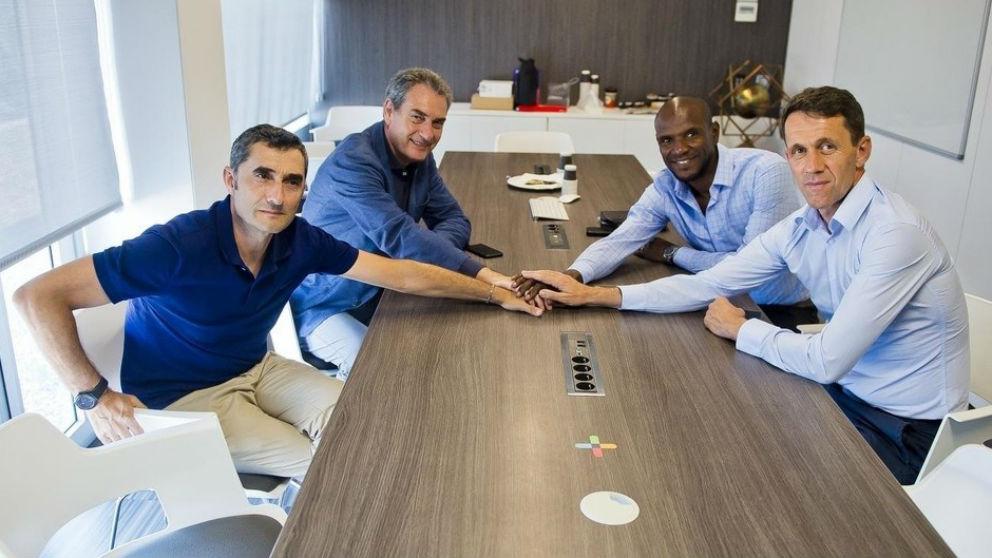 Ernesto Valverde, reunido con la dirección deportiva del Barcelona.
