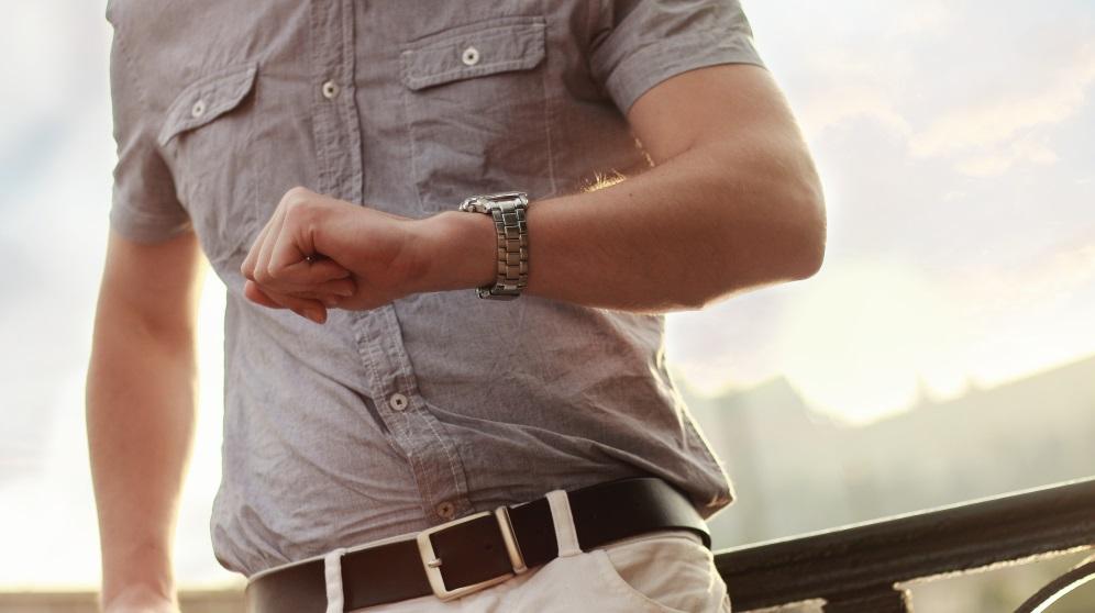 Pasos para llevar un reloj de manera correcta y que luzca bonito