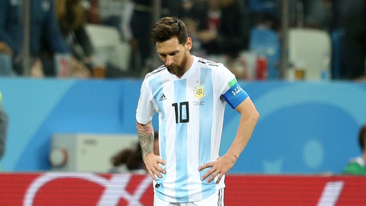 Messi, cabizbajo durante el partido (Getty).