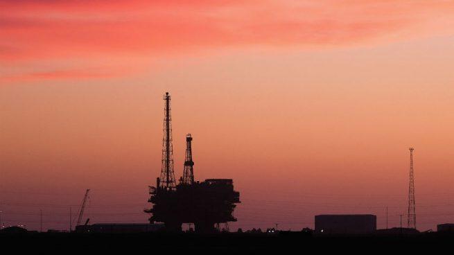 El coronavirus causa la primera caída trimestral del consumo de petróleo en más de diez años