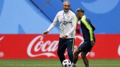 Tité y Neymar durante un entrenamiento de Brasil. (AFP)