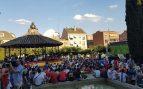 Las Rozas 'responde' a la desidia de Carmena instalando pantallas gigantes para ver a España