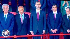 El Rey Felipe VI con Pedro Sánchez y Quim Torra en la inauguración de los Juegos Mediterráneos.
