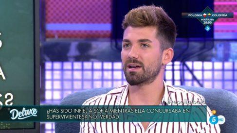 Alejandro niega la infidelidad en 'Sálvame Deluxe'
