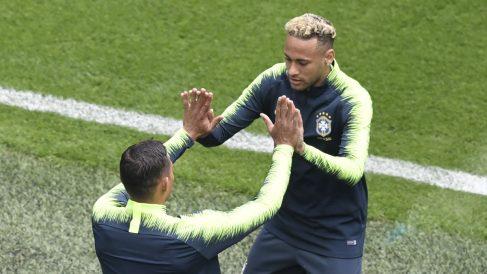 Thiago Silva: «Devolví un balón a Costa Rica y Neymar me insultó» (AFP)