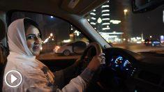 Una mujer conduce en Arabia Saudí. (Foto: AFP)