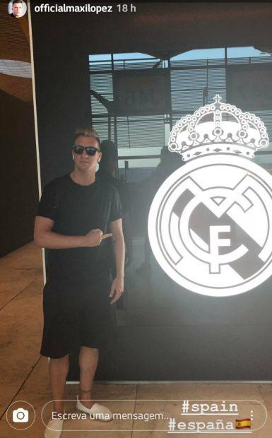 El ex barcelonista Maxi López hace una peineta al escudo del Real Madrid