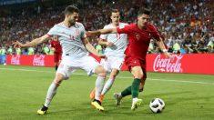 Nacho y Lucas Vázquez defienden a André Silva en el Portugal – España. (Getty)