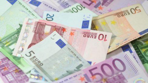 Imagen de archivo de billetes de euro.