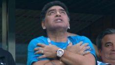 Diego Armando Maradona celebrando el gol de Leo Messi en el Nigeria – Argentina del Mundial 2018.