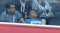 Diego Armando Maradona se quedó dormido durante el Nigeria – Argentina.