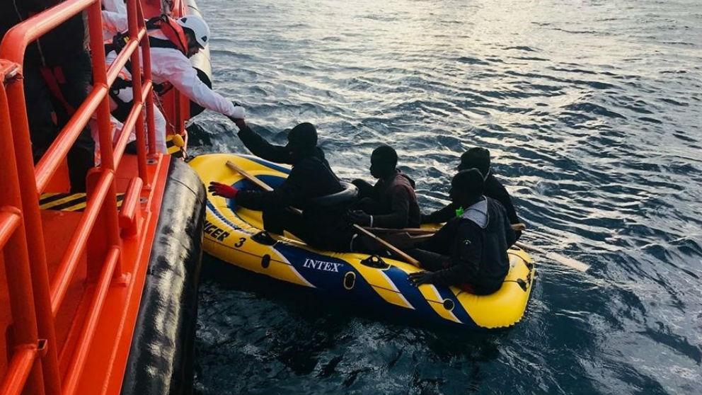 Inmigrantes recogidos por un barco en aguas españolas (Foto: Europa Press).