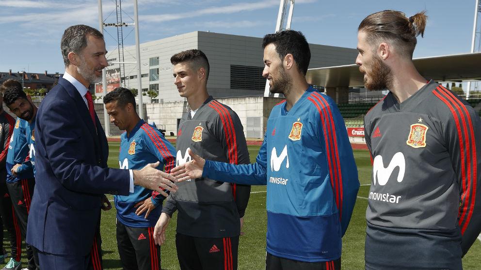 Felipe VI, despidiendo antes de que la selección española viajase a jugar el Mundial 2018. (AFP)