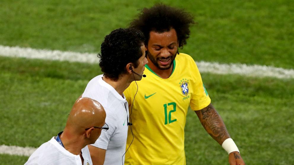 Marcelo se marchó lesionado del partido contra Serbia. (Getty) | Serbia – Brasil | Mundial 2018