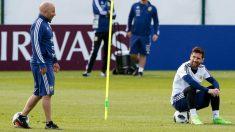 Sampaoli dialoga con Messi durante un entrenamiento en el Mundial. (Getty)