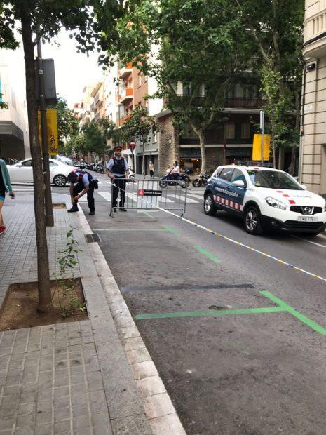 Vecinos de un barrio de Barcelona boicotean una cena a favor de Puigdemont poniendo el himno de España