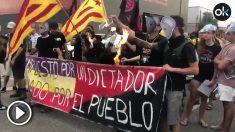 Los CDR reciben a Felipe VI en Gerona quemando fotos del monarca