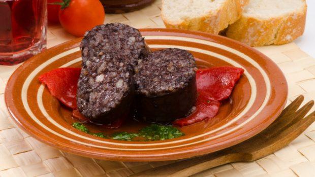 Tortilla rellena de morcilla, receta de tapa española con morcilla de Burgos
