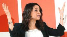 La portavoz de Ciudadanos, Inés Arrimadas, durante su intervención en en la mesa 'Un proyecto liberal para Europa', dentro de la II Escuela de Verano del partido (Foto: Efe)