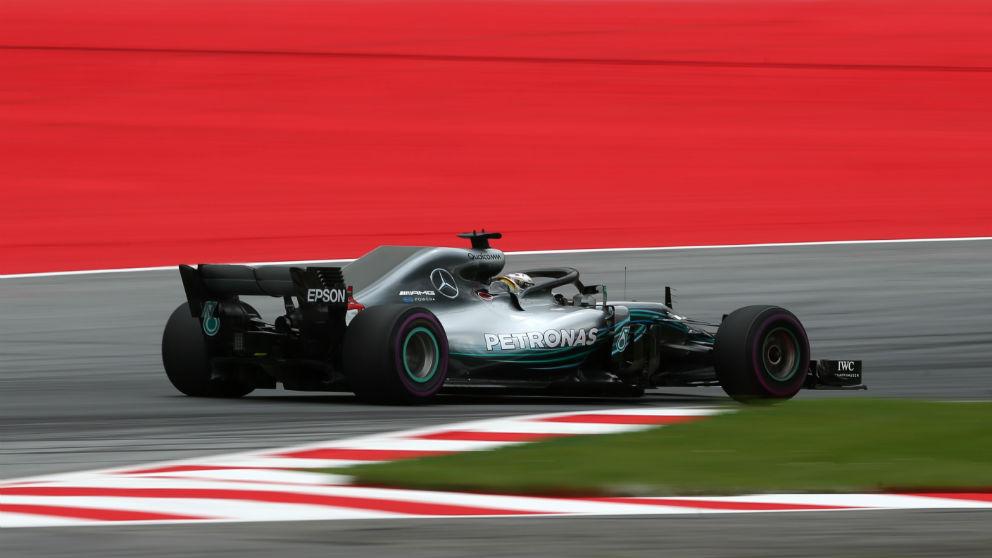 Lewis Hamilton se perfila como el máximo favorito para el GP Austria F1 tras dominar las dos sesiones de libres del viernes. (Getty)
