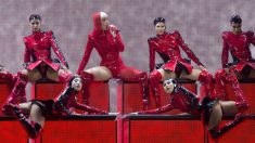 La cantante y compositora de pop estadounidense Katy Perry (3-i), durante el concierto ofrecido esta noche en el Palau Sant Jordi de Barcelona, único que se celebra en España dentro de su gira mundial «Witness: The Tour». Foto: EFE