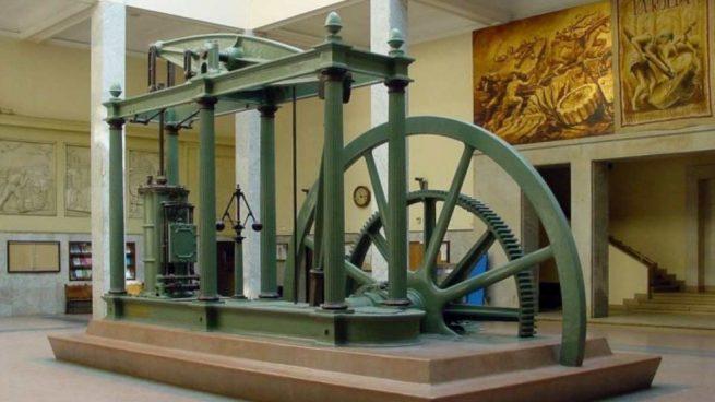 ¿Quién fue el inventor de la máquina de vapor y en qué año?